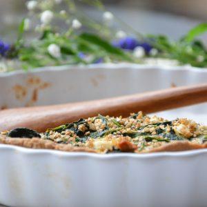 Hartige taart met spinazie, feta en sesam