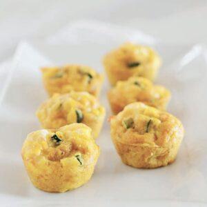 Muffins met kaas, kip en courgette