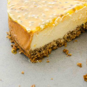 Baked cheesecake met passievrucht topping